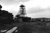 Hoist at the main shaft of the mine of Cabezas del Pasto in 1945,  it is 10 meters high